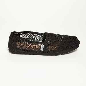 Toms Classic Black Lace Shoes